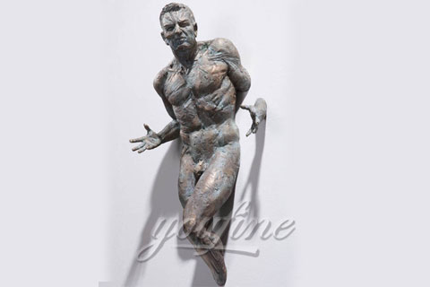 Italy Famous Bronze Man Statue In the wall sculptures for sale